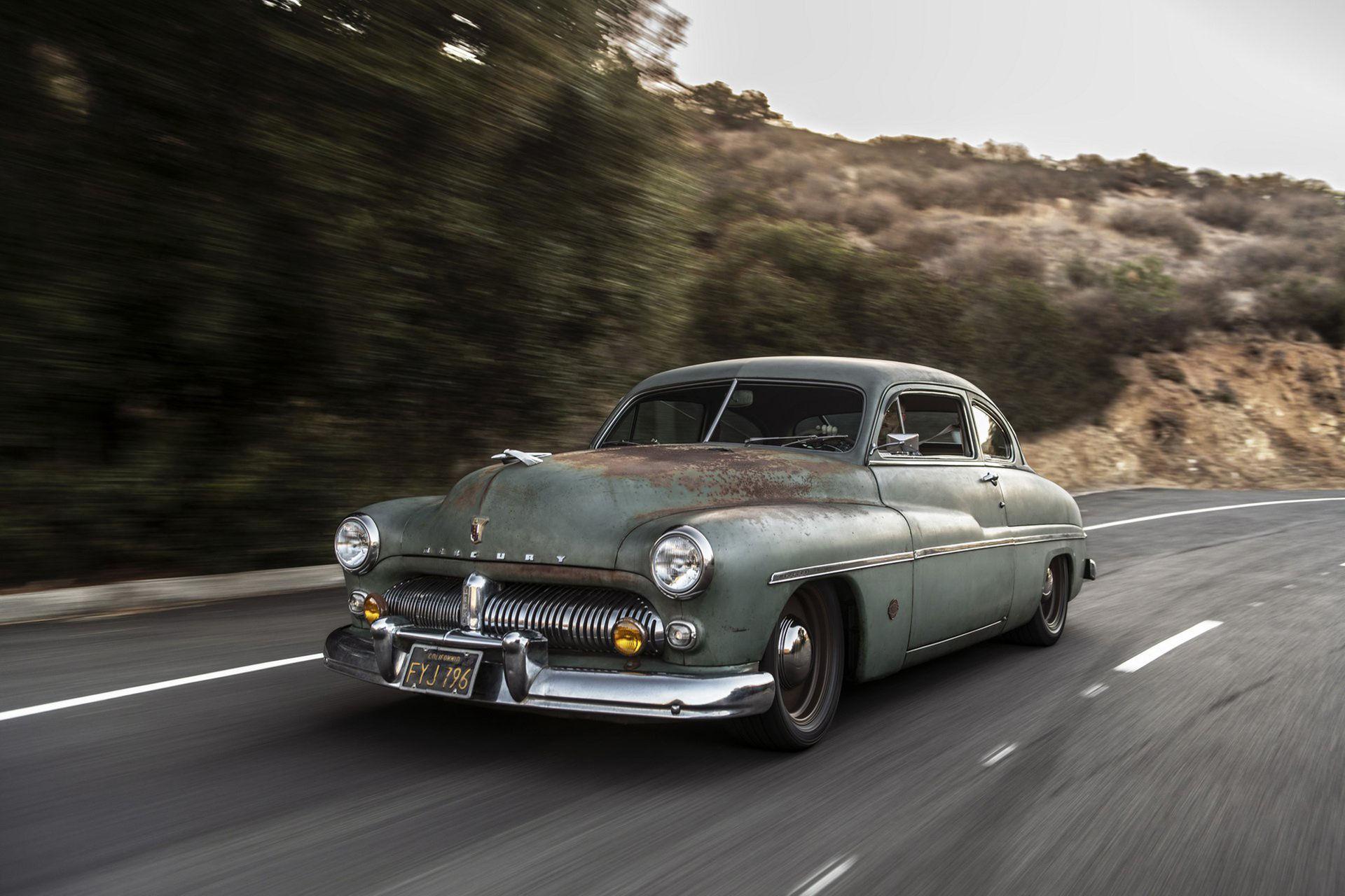 Mercury Coupe från 1949 fylld med Tesla-batterier