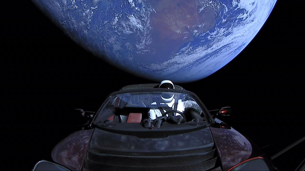 Nu har Elon Musks Tesla Roadster passerat Mars