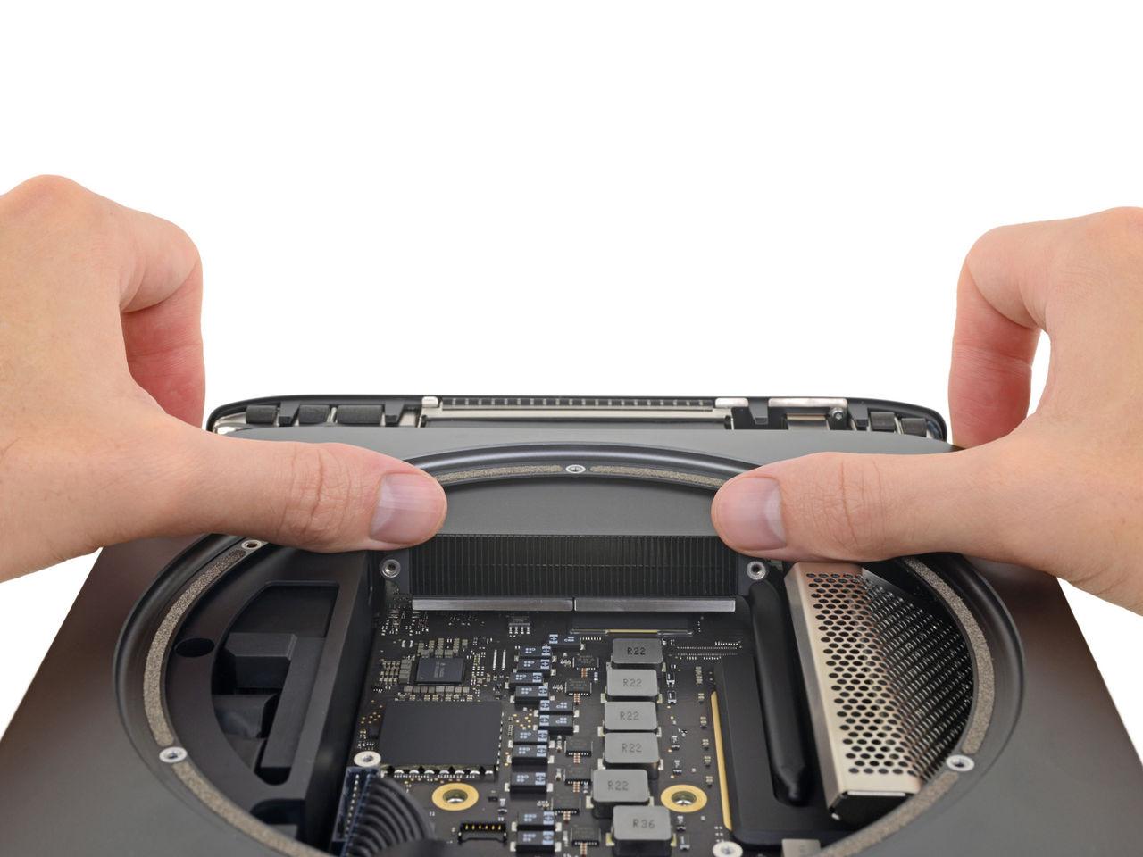 iFixit plockar isär nya Mac Mini