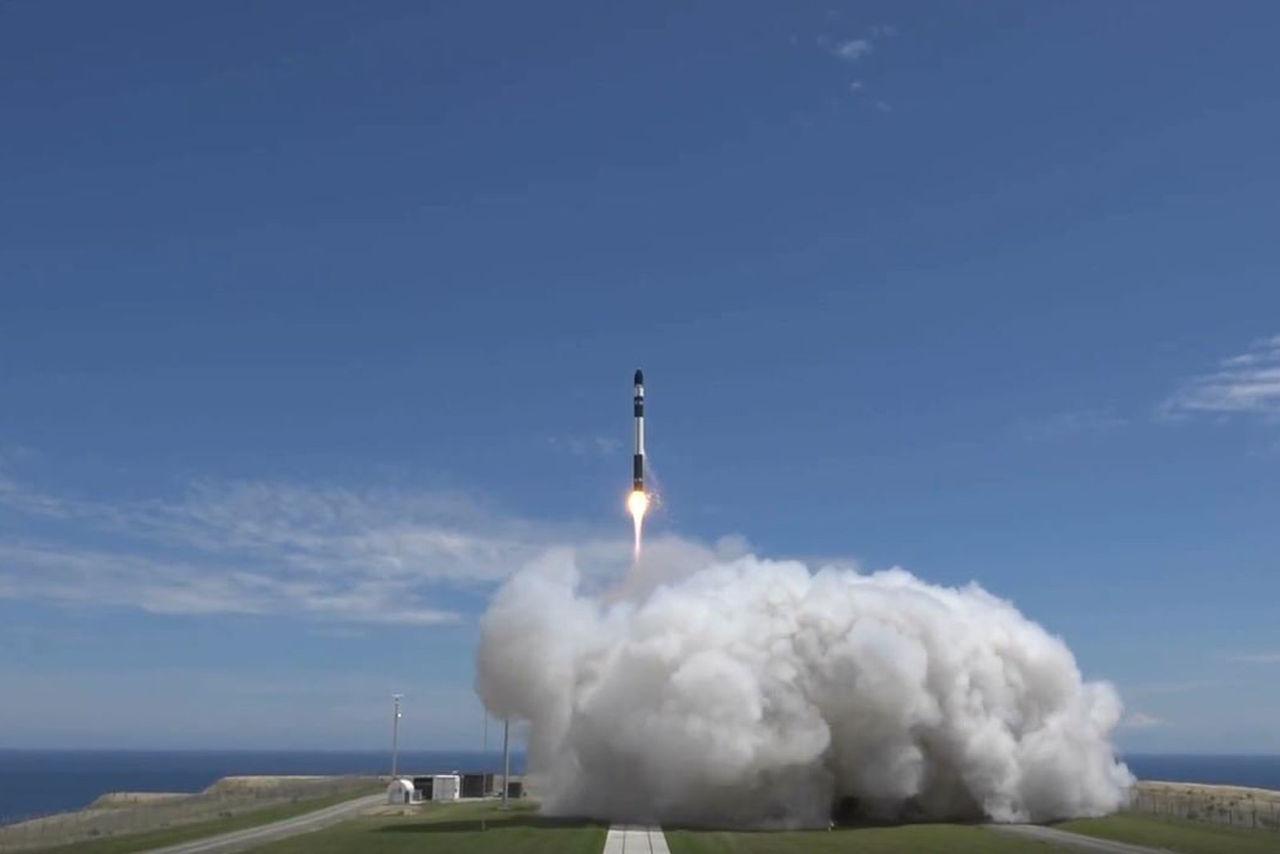 Rocket Lab har skjutit upp sin första kommersiella raket