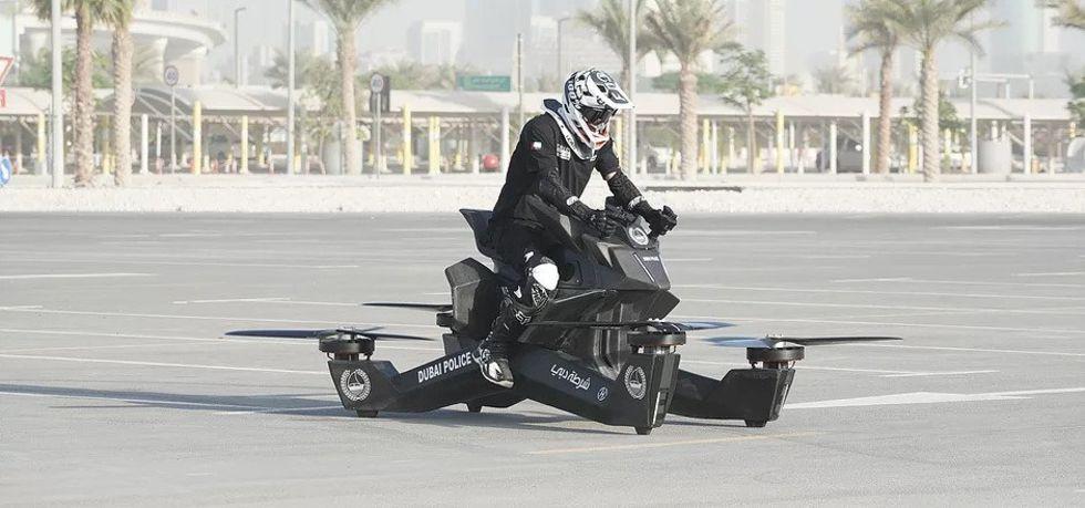 Polisen i Dubai testar hoverbikes