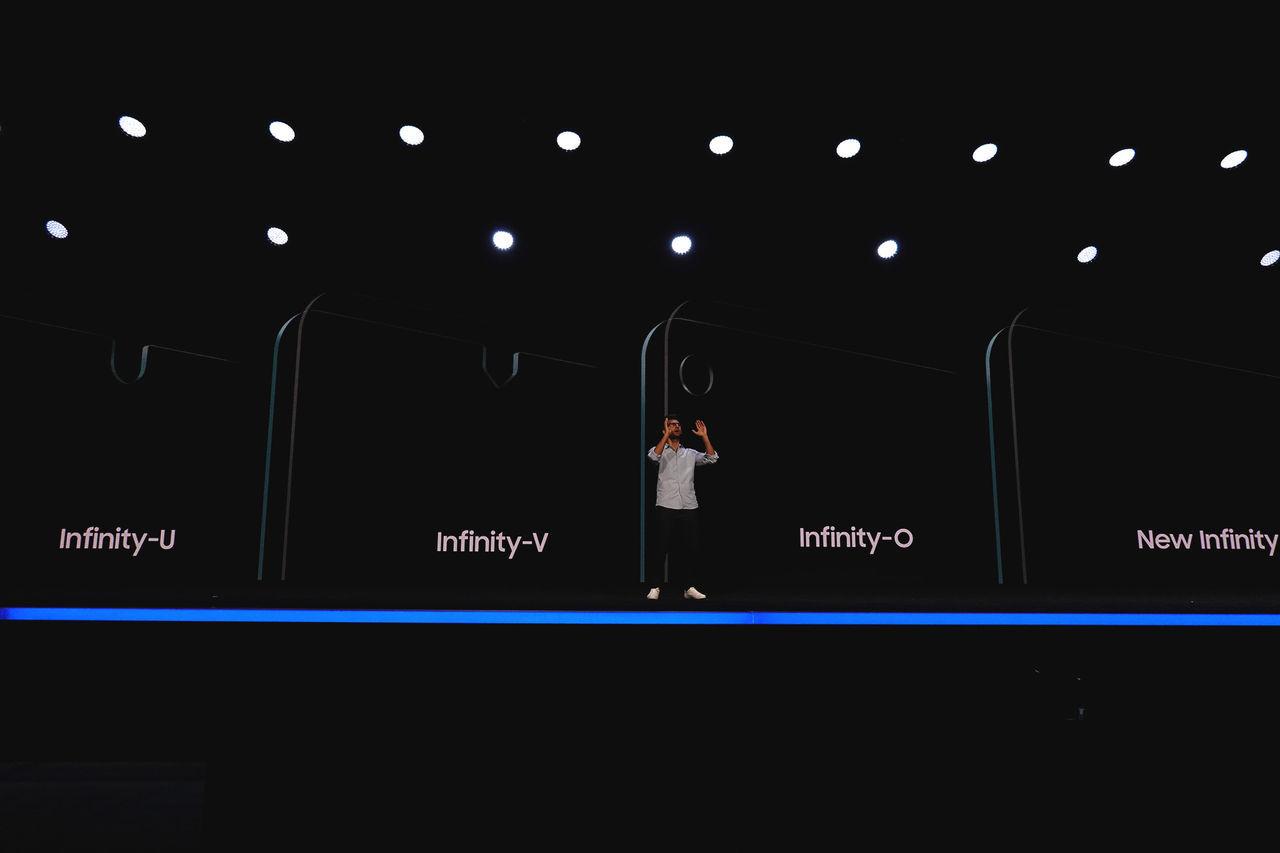Samsung Galaxy S10 ser ut att få hål i skärmen