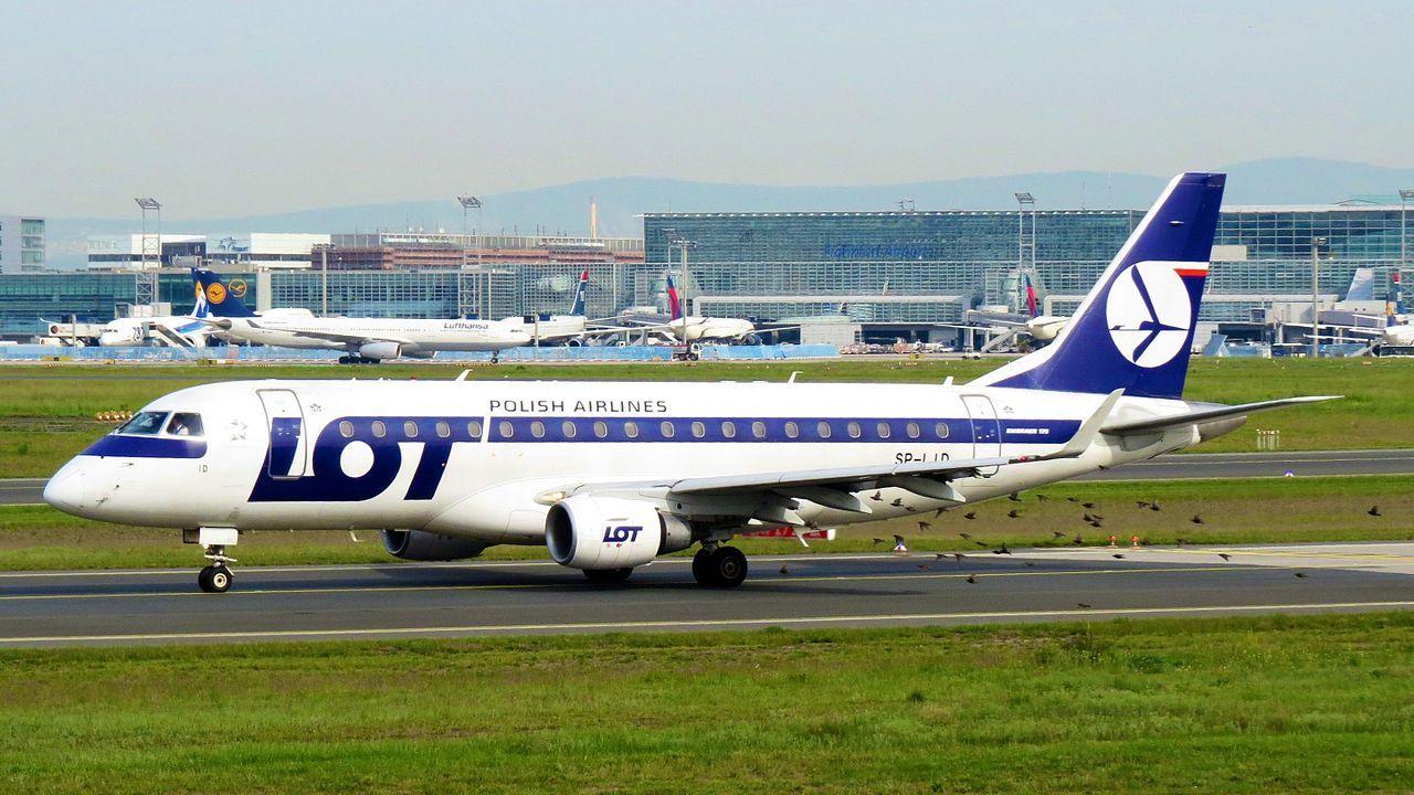 Passagerare fick betala reparation av flygplan i cash