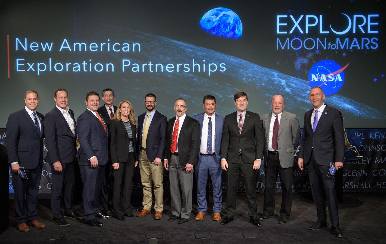 Nio företag utsedda som ska ta USA till månen igen