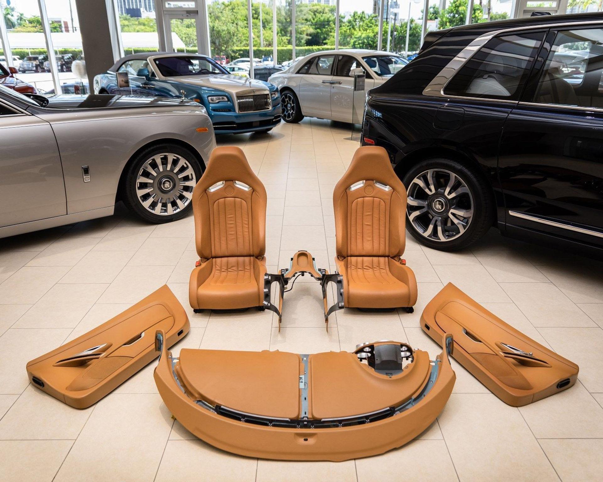 Inred vardagsrummet med Bugatti Veyron-interiör