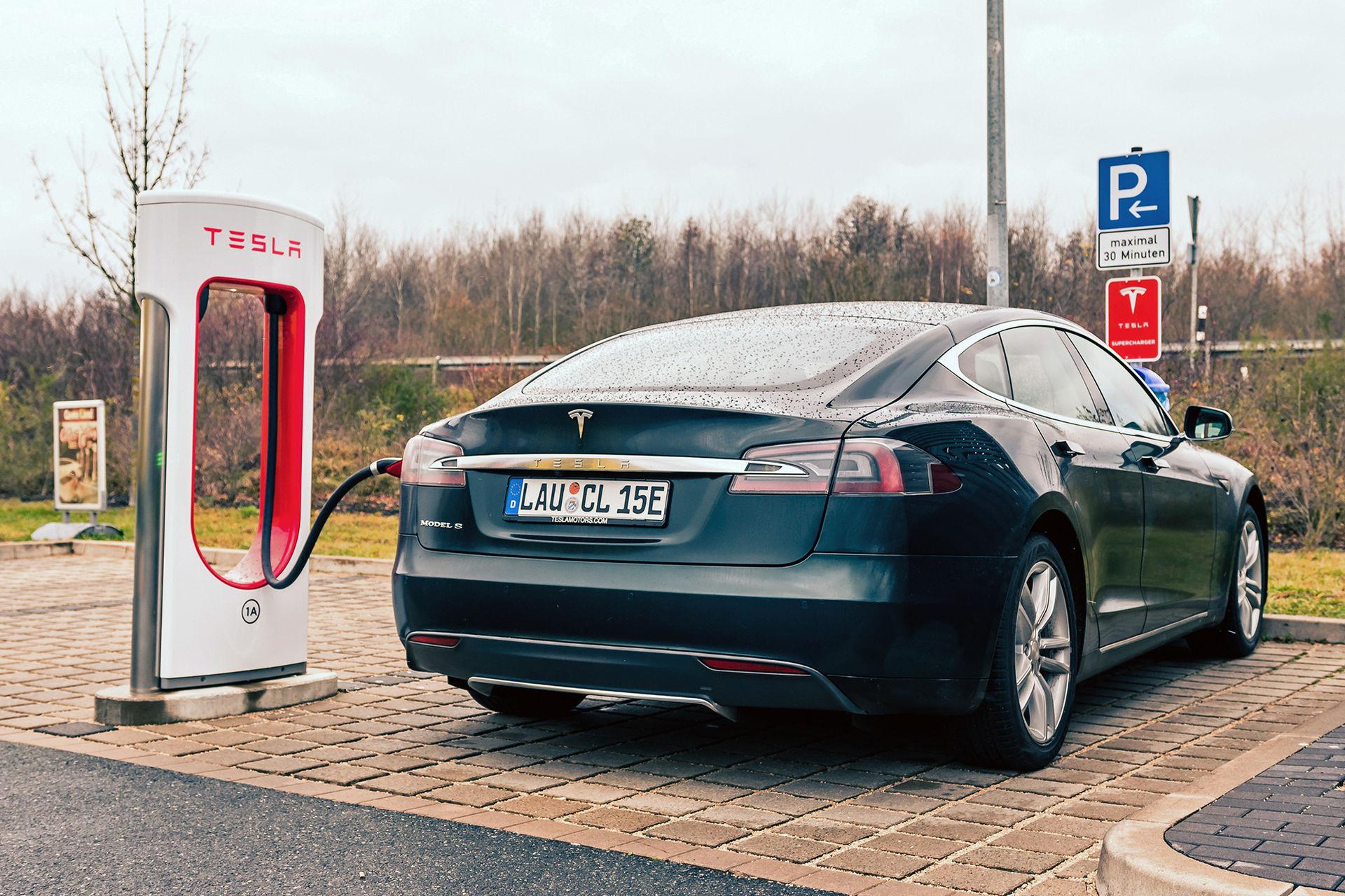 Teslas Superchargers ska täcka hela Europa 2019
