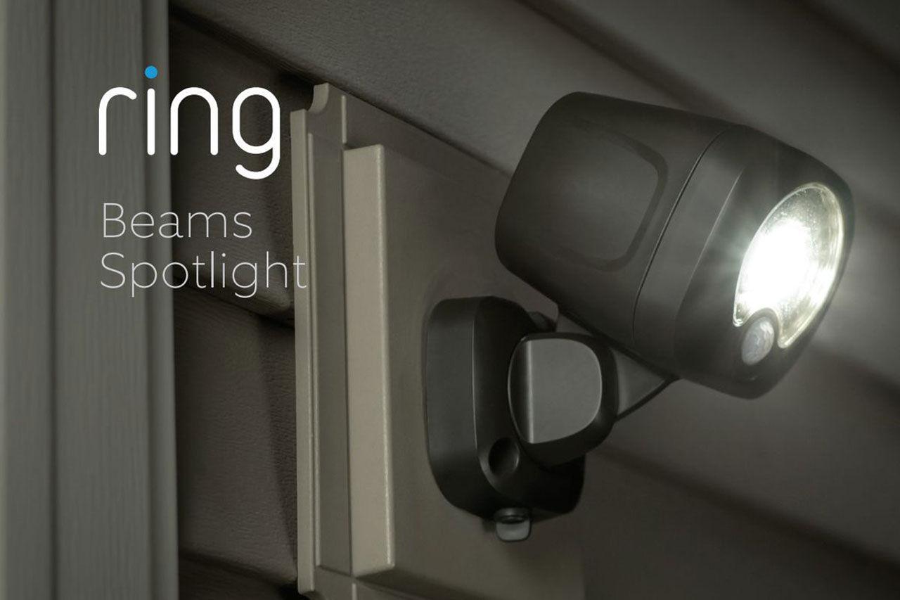 Videodörrklocka från August och lampor från Ring läcker