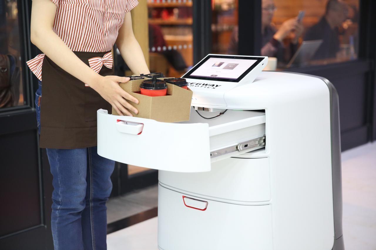 Segway visar upp leveransroboten Loomo Delivery