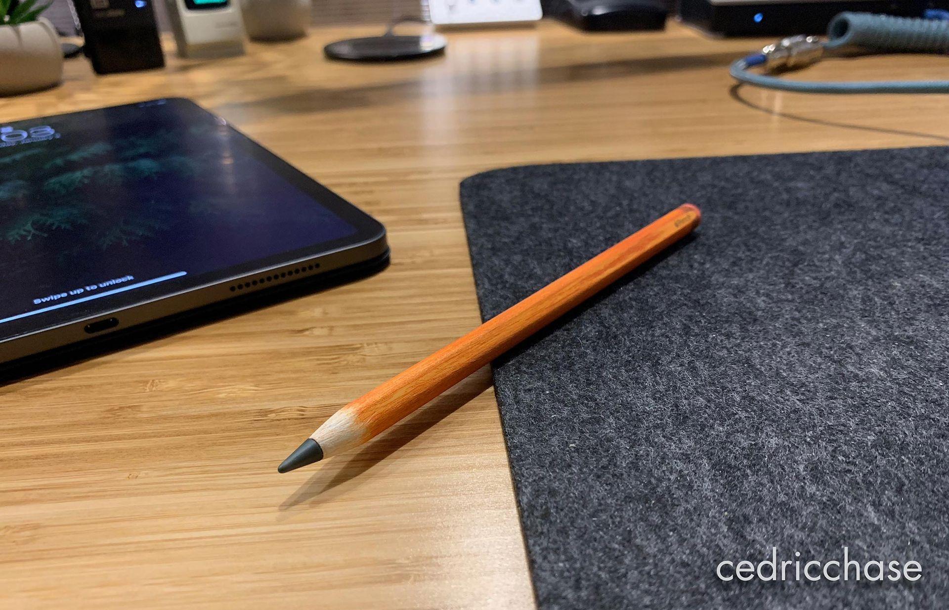 Kille fixar till Apple-penna