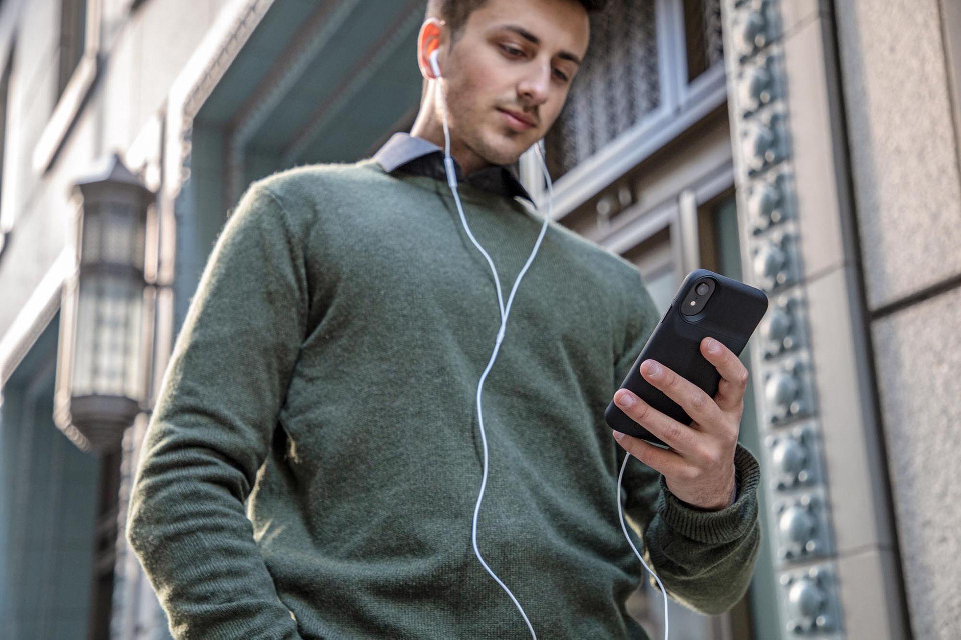 Mophies nya batteriskal laddar iPhonen trådlöst