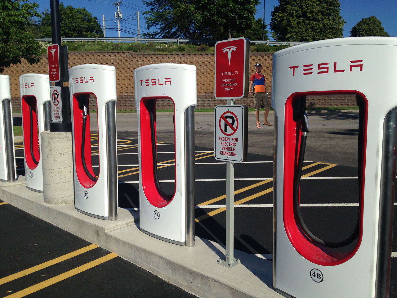 Tesla sänker priset för att ladda med tio procent