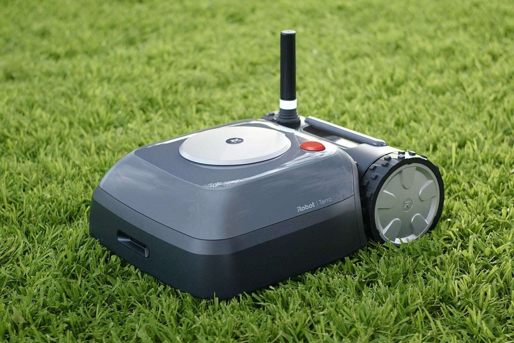 iRobot ger sig på gräsmattan
