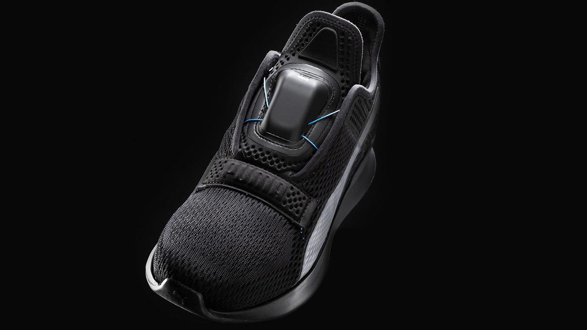 Puma visar nya självknytande skor