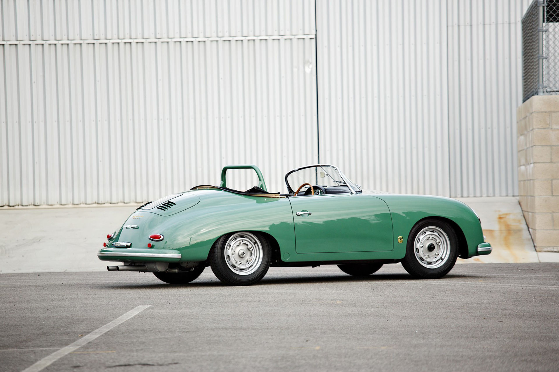 Jerry Seinfeld stäms för att ha sålt oäkta Porsche