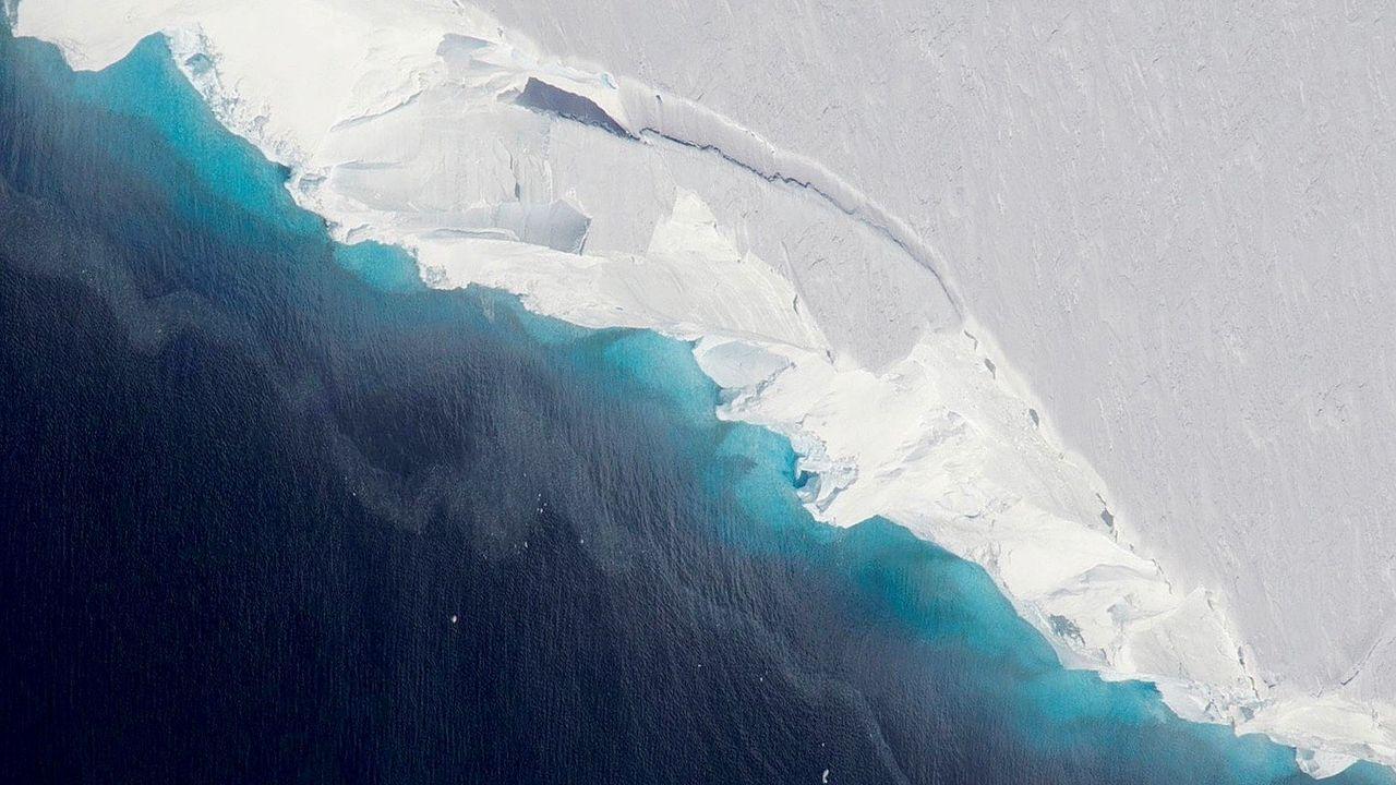 Gigantiskt hålrum hittat under glaciär på Antarktis
