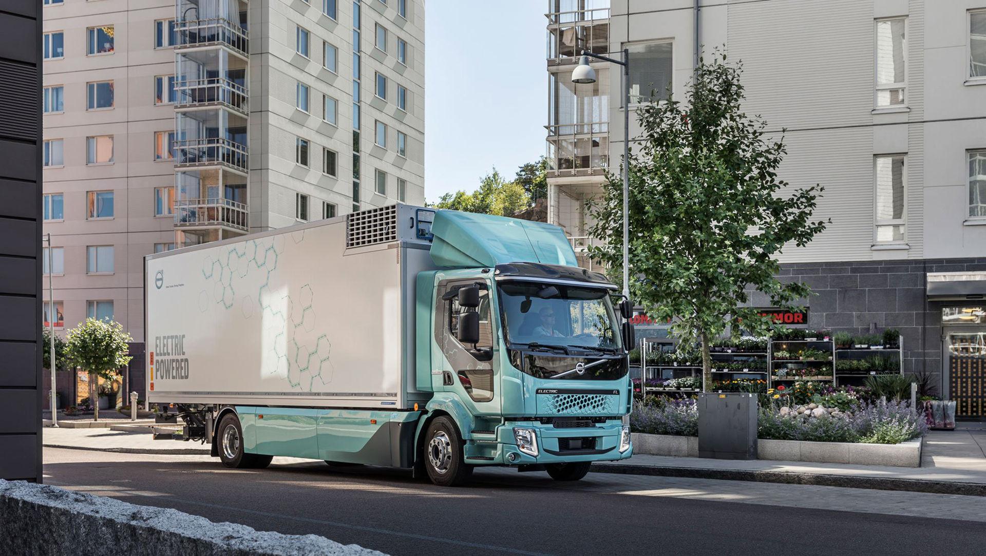 De första eldrivna lastbilarna från Volvo är nu levererade