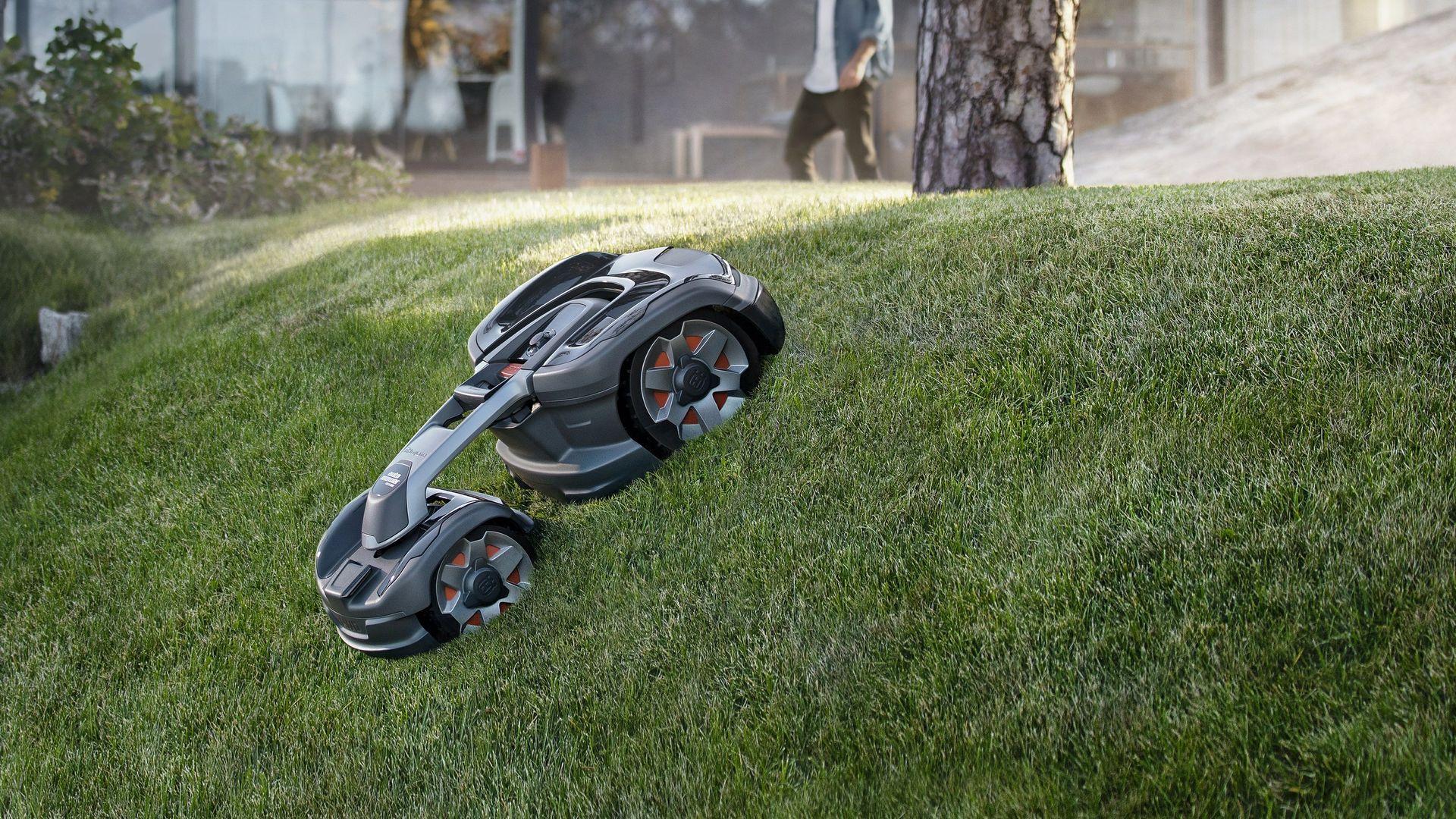 Husqvarna visar gräsklipparen Automower 435X AWD