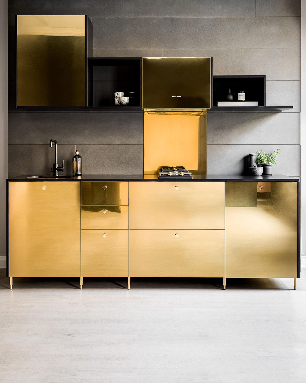 Pimpa upp Ikea-köket med guld-luckor
