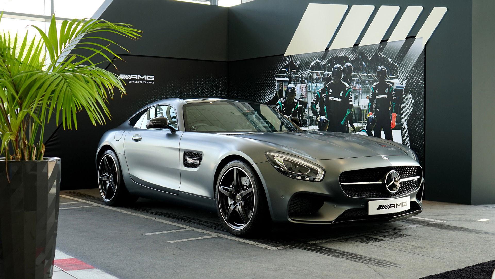 Mercedes börjar med fast pris
