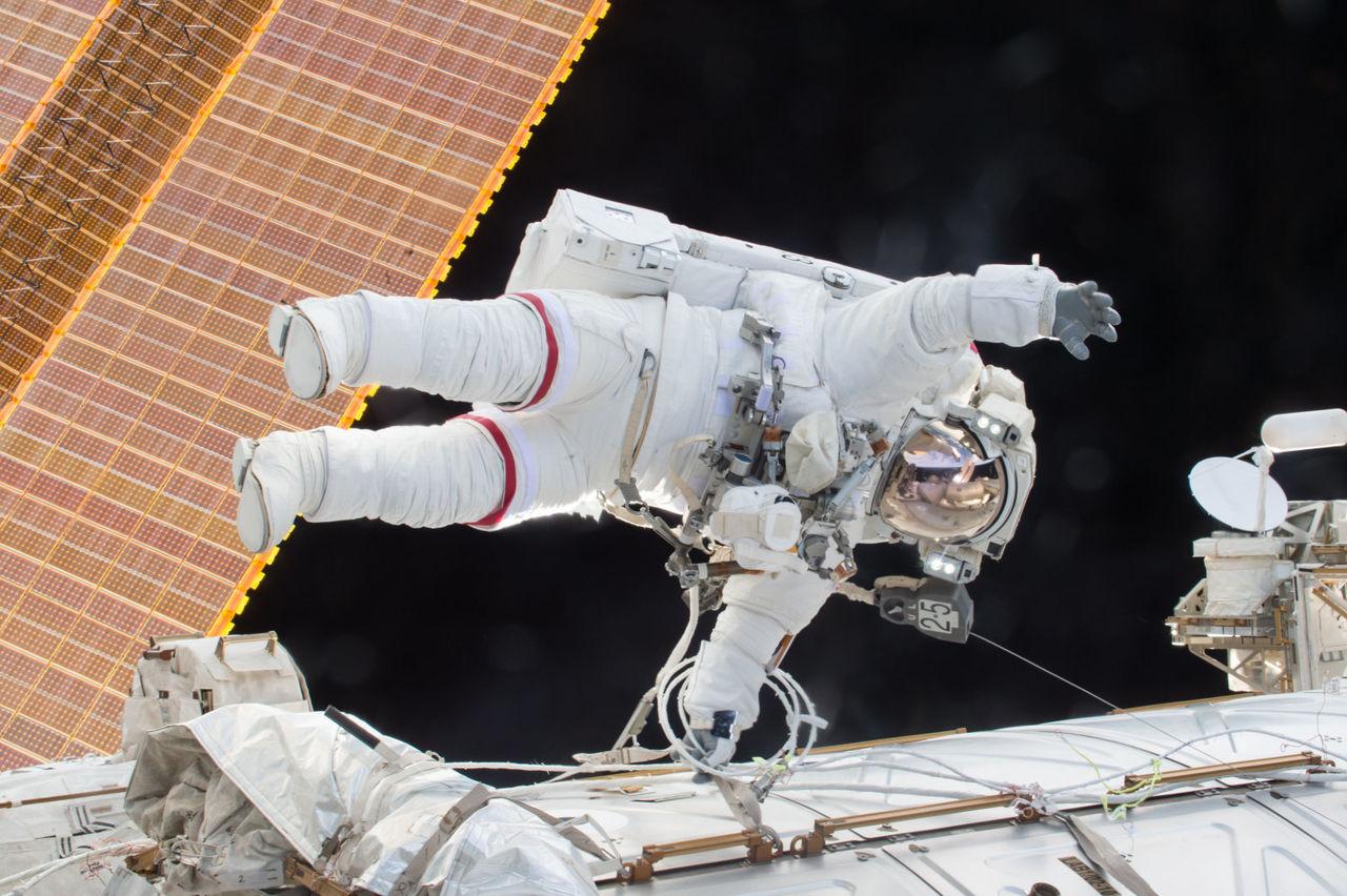 Första rymdpromenaden med bara kvinnor sker i slutet av mars