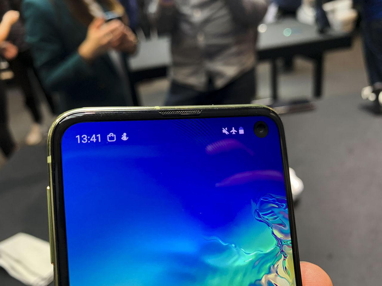 Samsung jobbar på telefoner med heltäckande skärm