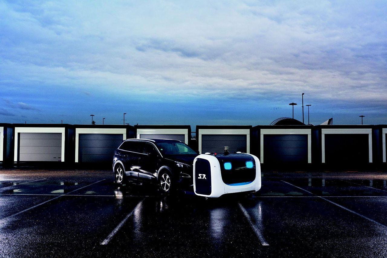 Robotar parkerar bilar på fransk flygplats