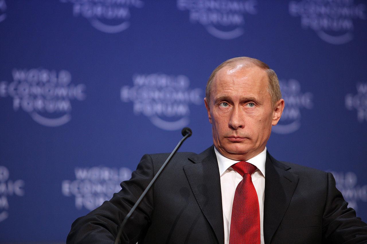 Putin godkänner striktare internetlagar i Ryssland