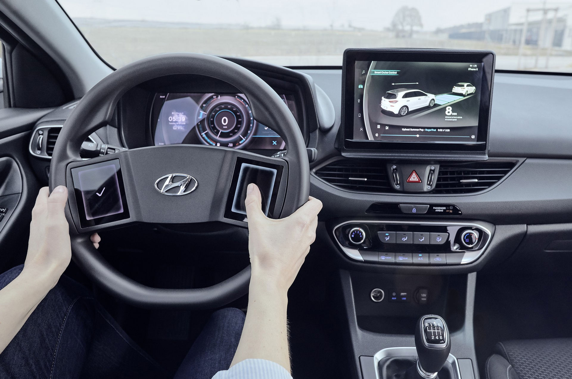 Hyundai visar ratt med stora pekskärmar