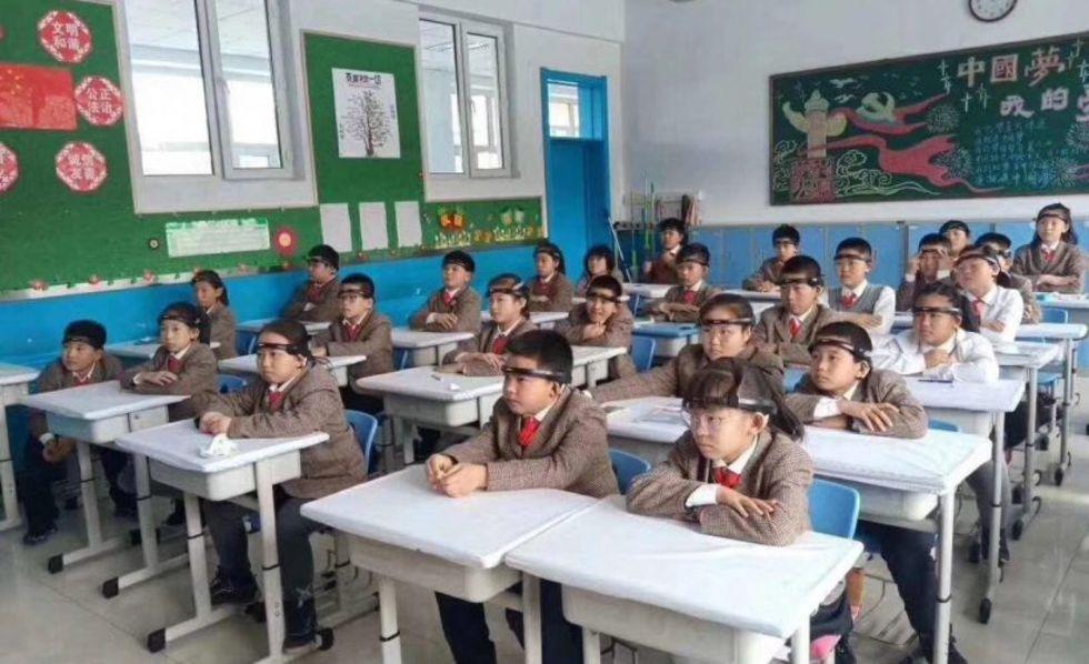 Kinesisk skola testar pannband som läser av hjärnans aktivitet