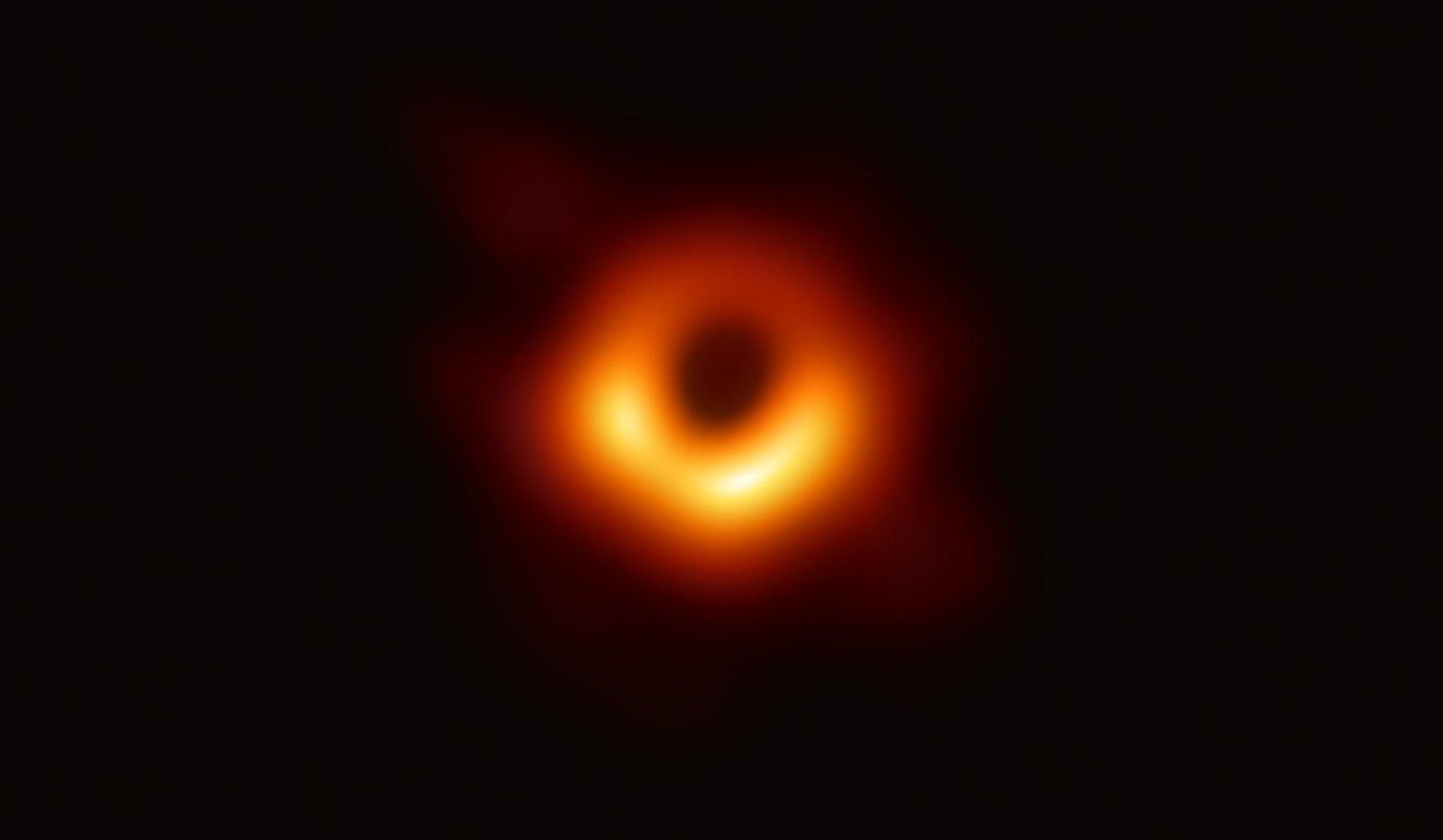 Här är första bilden på ett svart hål