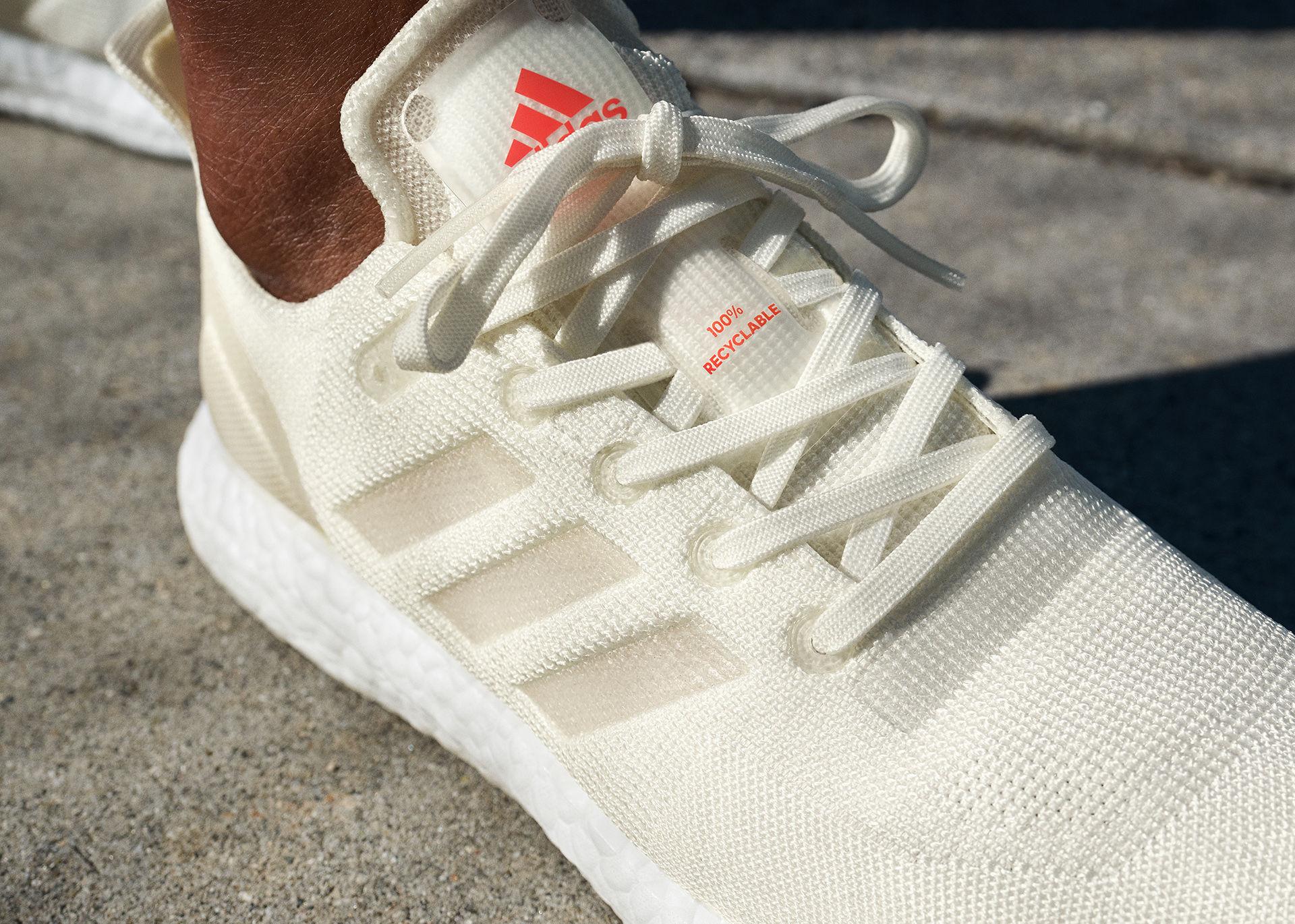 Adidas Futurecraft Loop är helt återvinningsbara. Kan