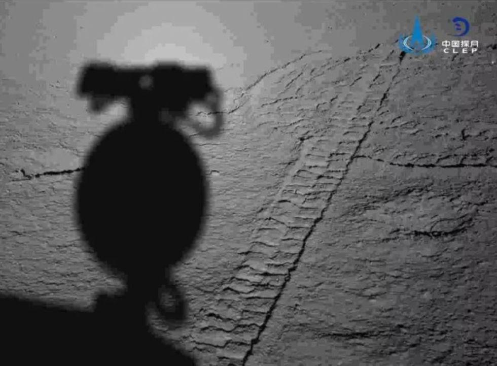 Kina släpper lite nya bilder från månens baksida