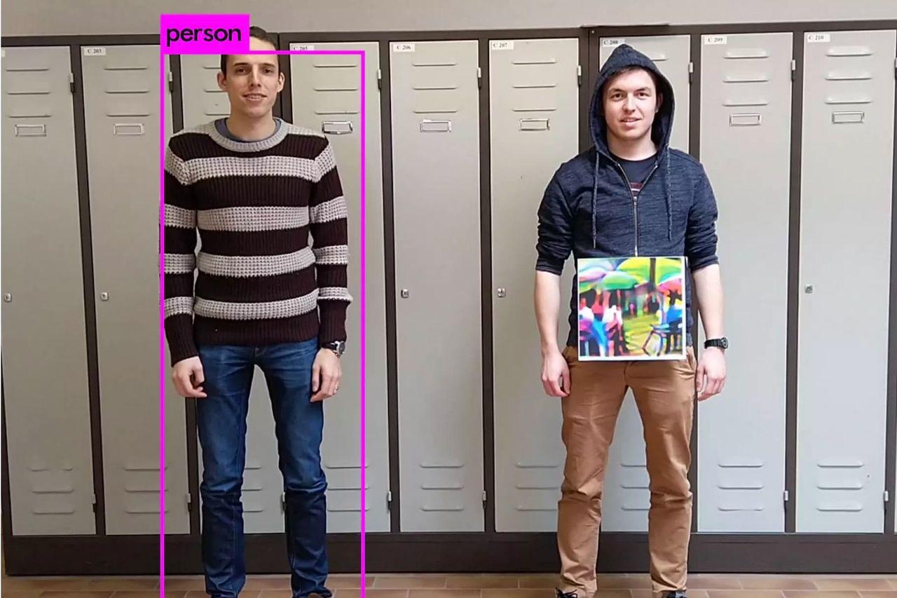 Färgglatt papper gör dig osynlig för smarta kameror