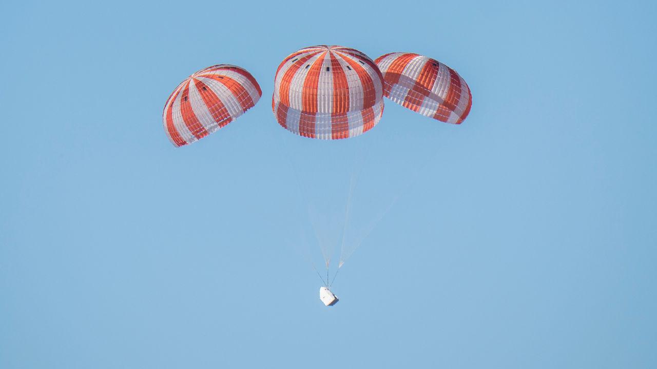 SpaceX har problem med Crew Dragons fallskärm