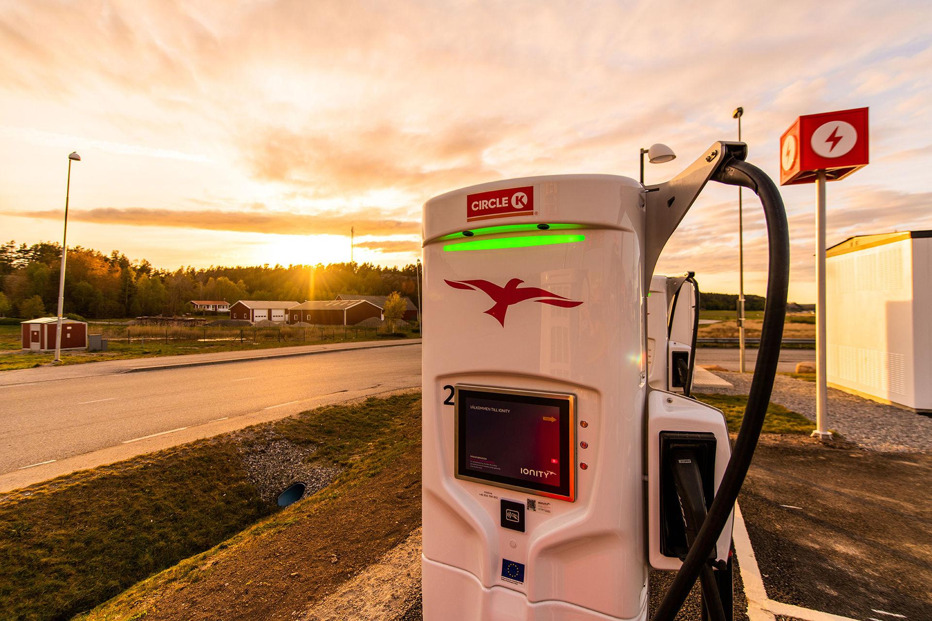 Ionity öppnar fyra nya laddstationer längs Västkusten