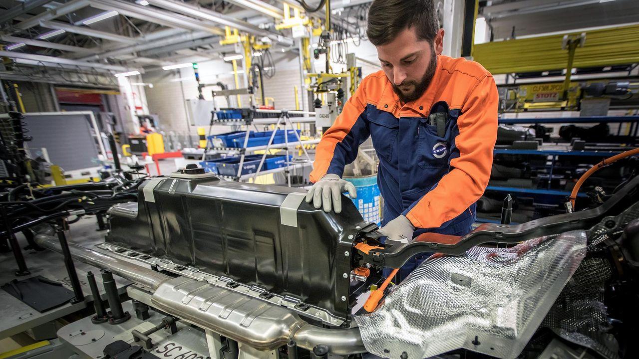 Volvo skriver avtal om batterileveranser