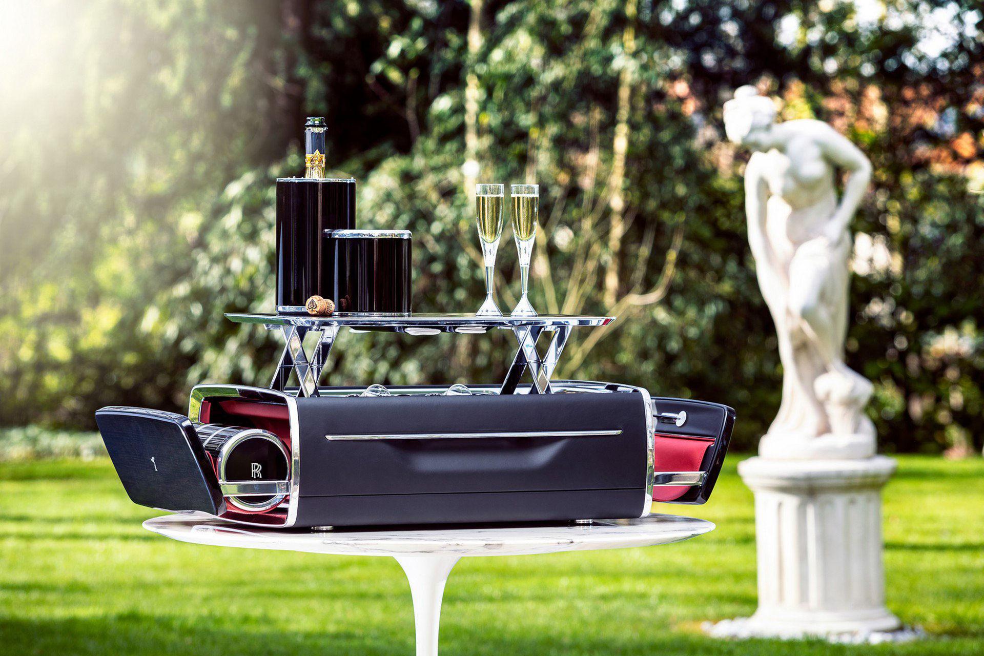 Rolls-Royce har tagit fram en champagne-kista