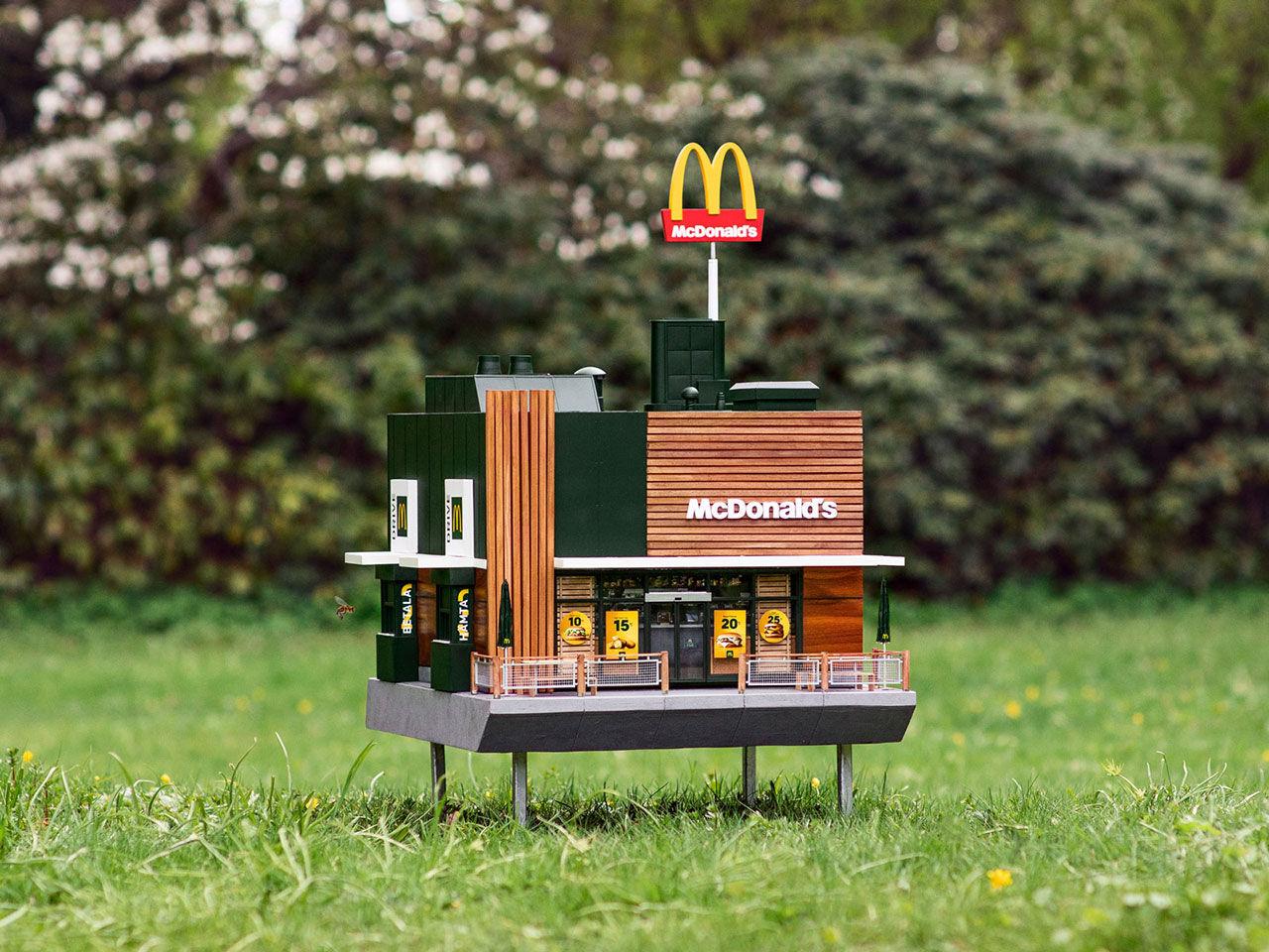 Världens minsta McDonald's har öppnat