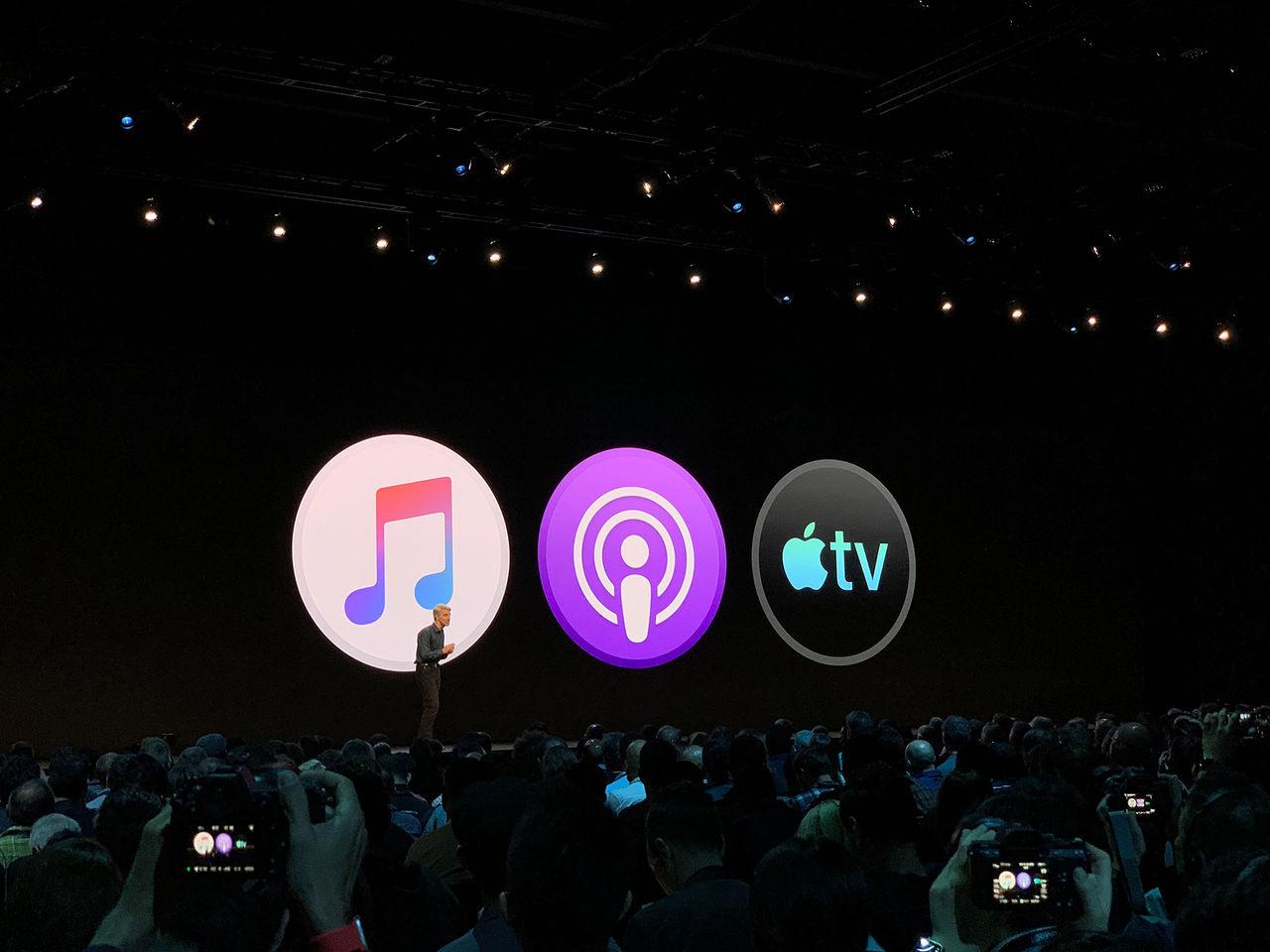iTunes delas upp i tre delar