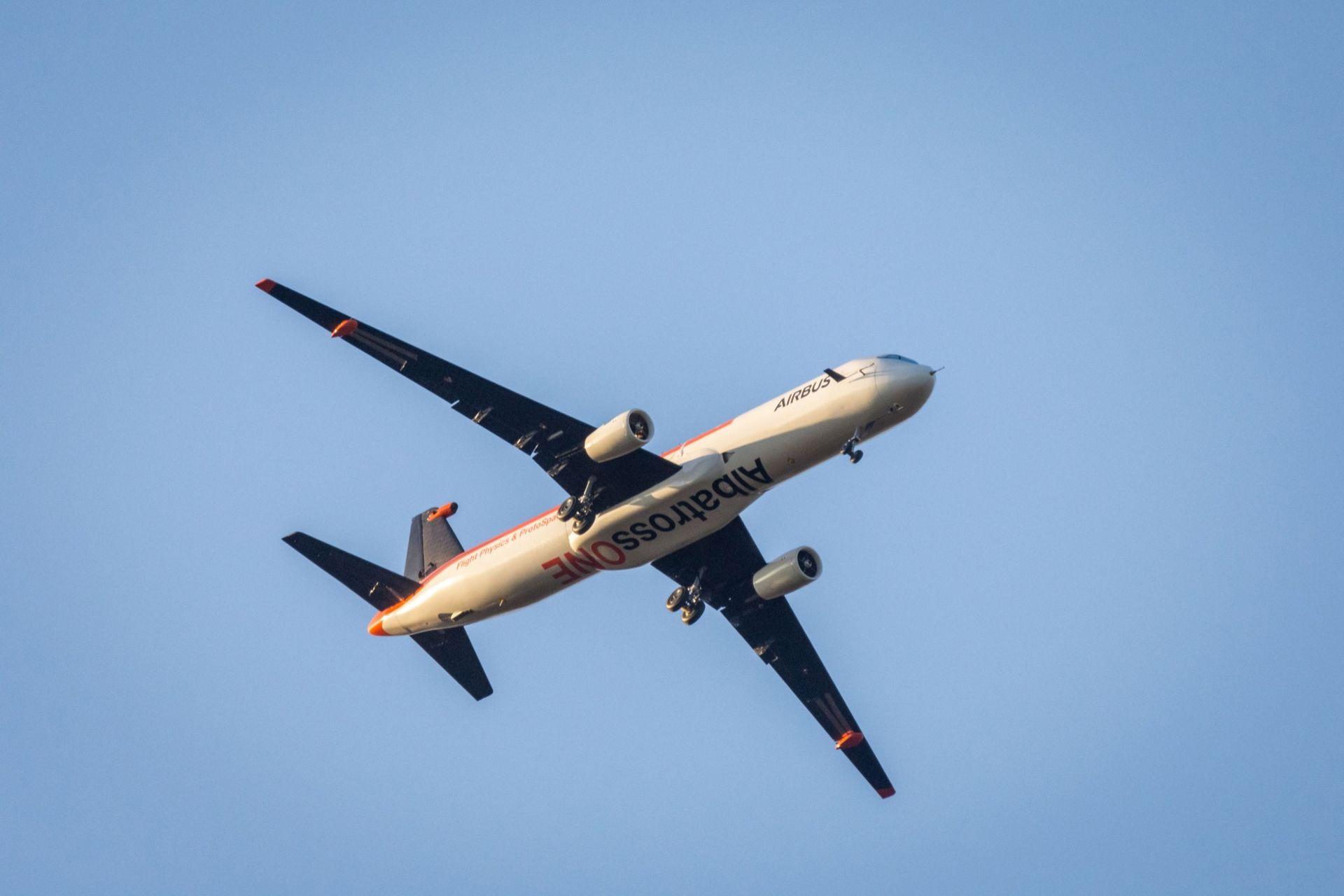 Airbus AlbatrossOne flaxar med vingarna som en fågel