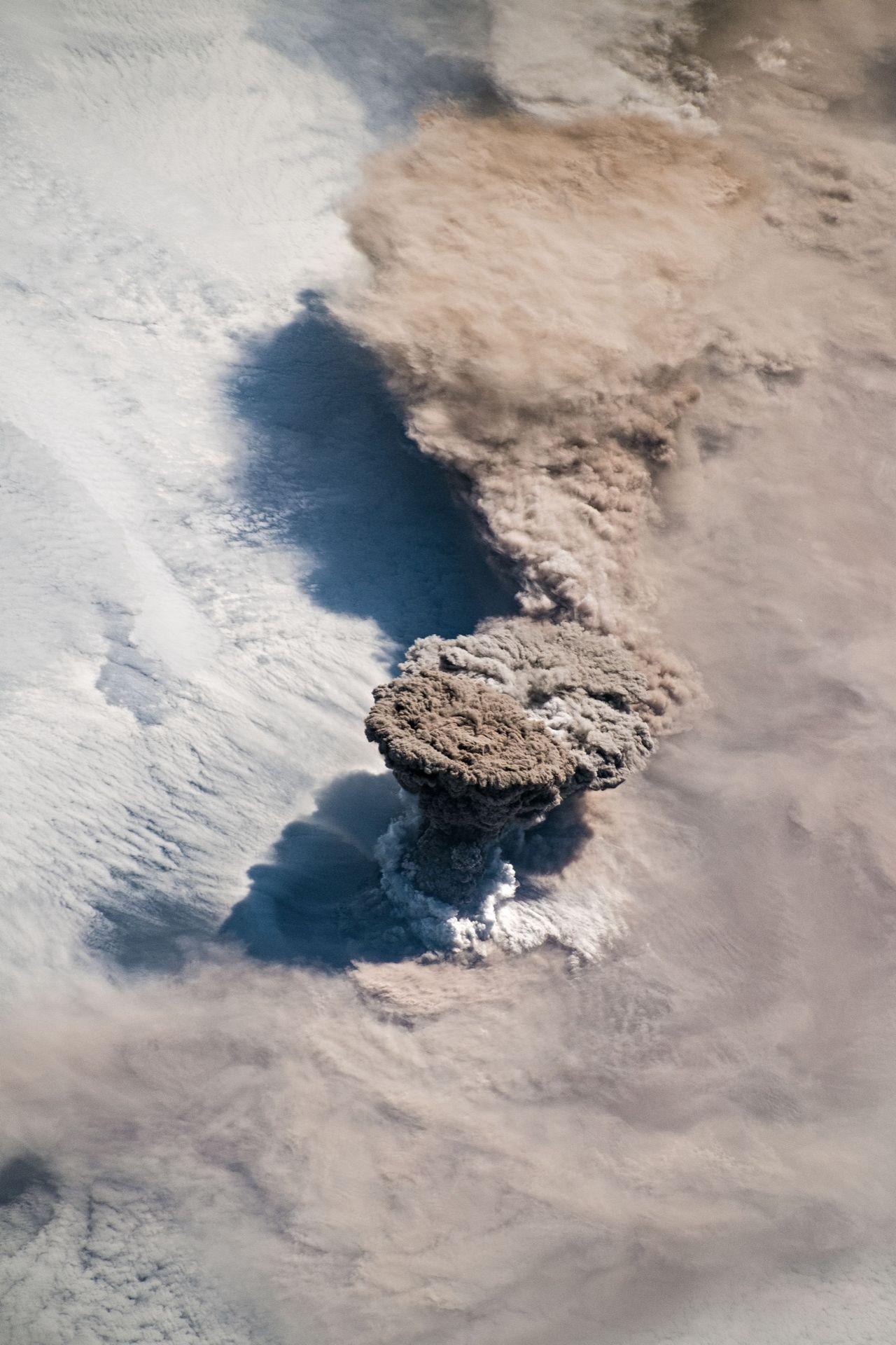 Vulkanutbrott fotograferat från rymden
