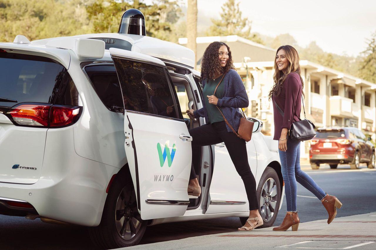 Waymo satsar på musik och wifi i sina självkörande taxibilar
