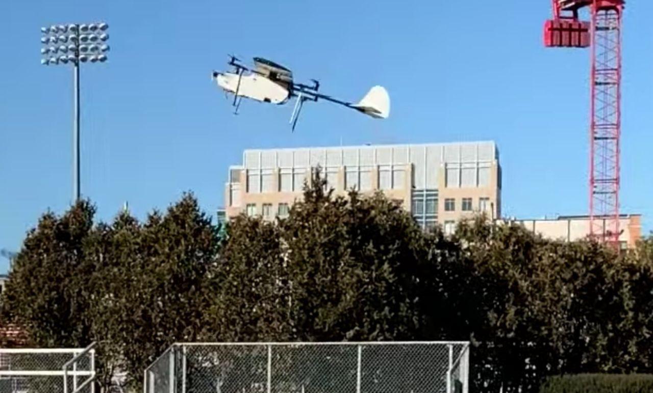 MIT testar drönare försedda med både vingar och rotorer