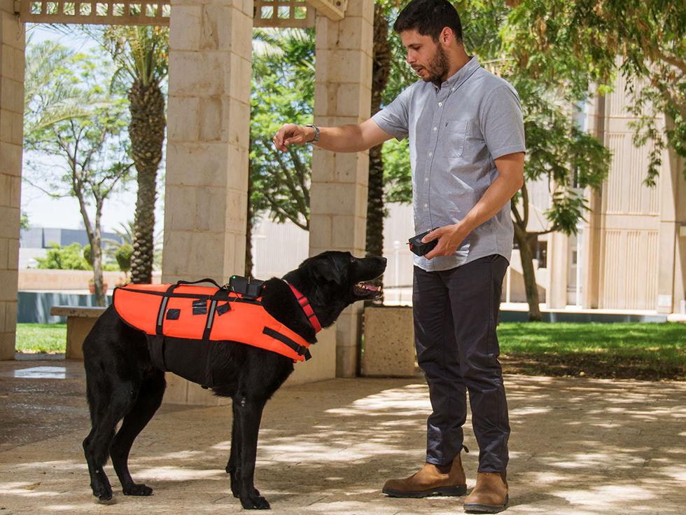 Den här västen kan fjärrstyra din hund