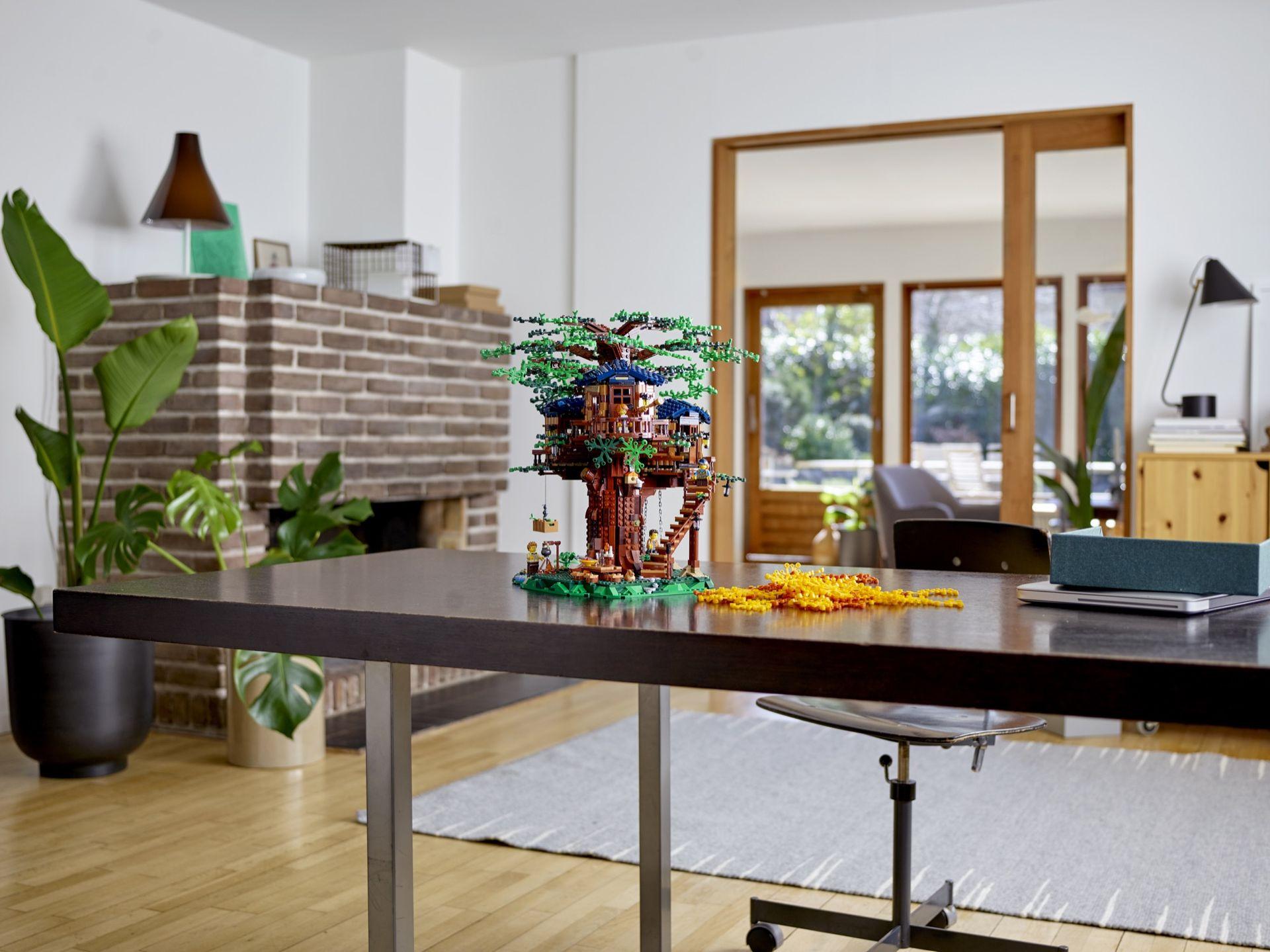 LEGO presenterar ett trähus