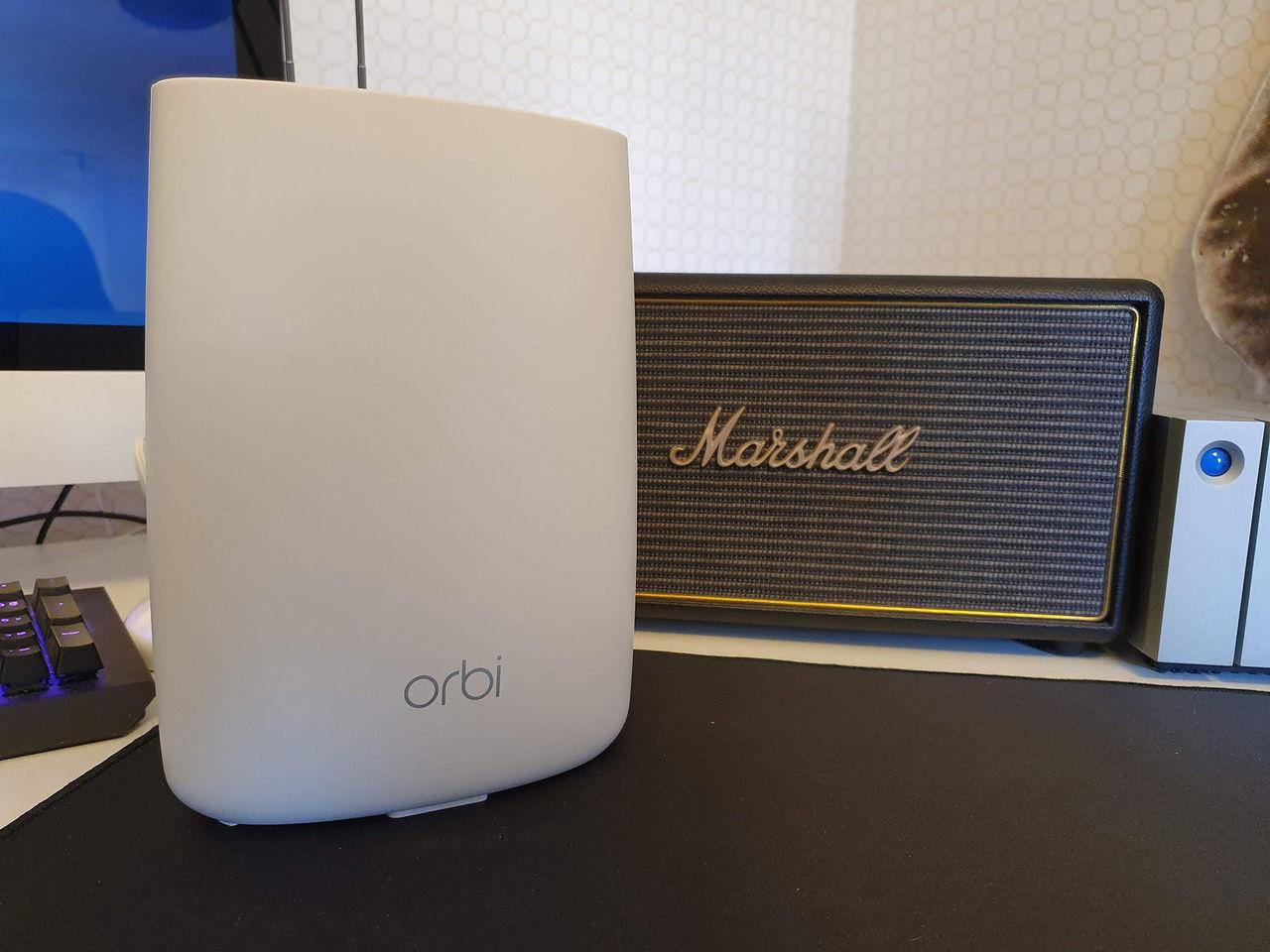 Kontrollera hemmet och nätverket med Netgear Orbi Voice