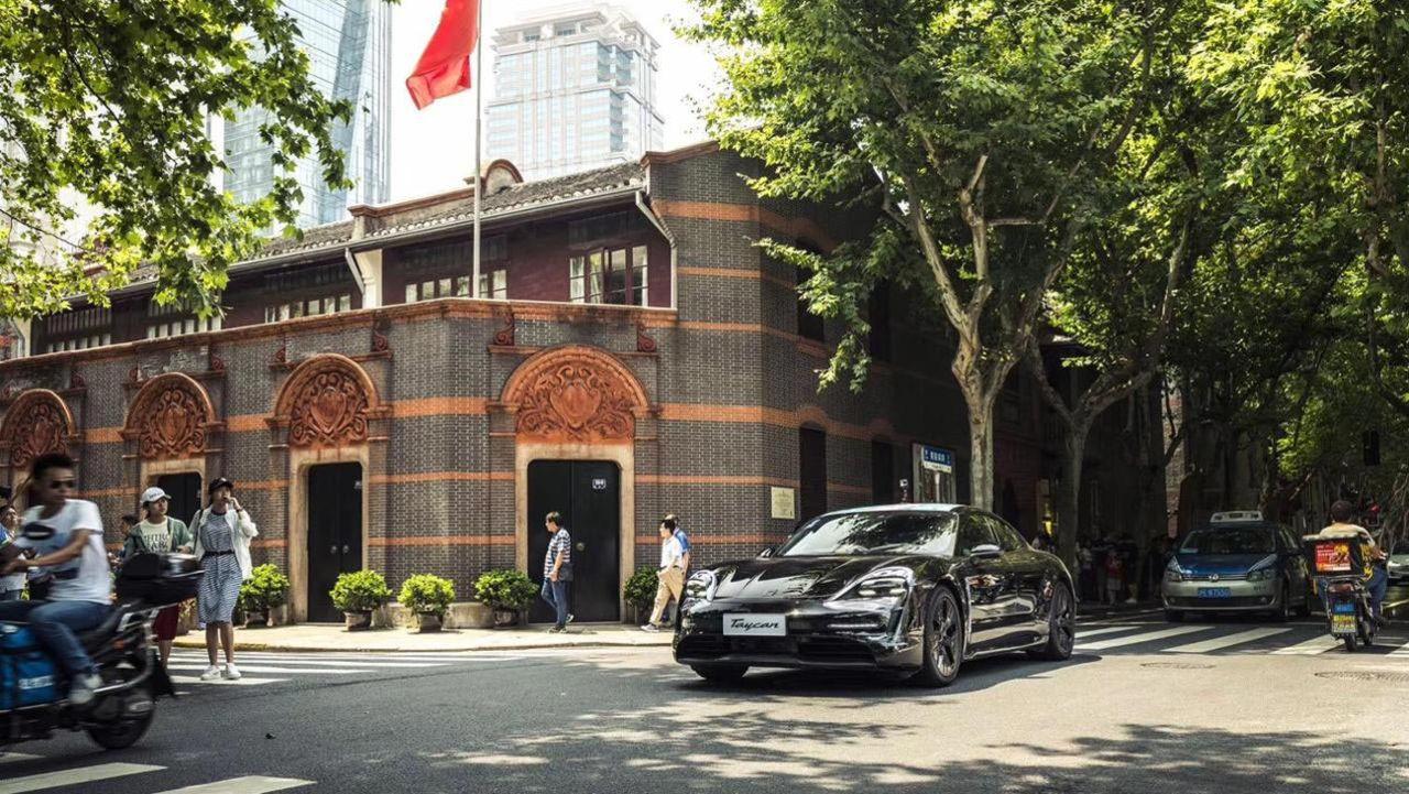Porsche har fått 30.000 förbeställningar på Taycan