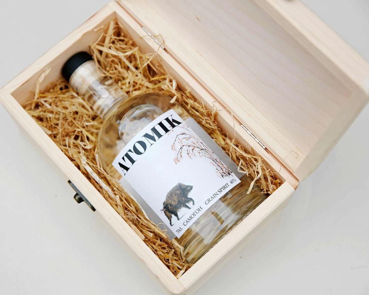 Atomik Vodka är gjord på vete från  Tjernobyl
