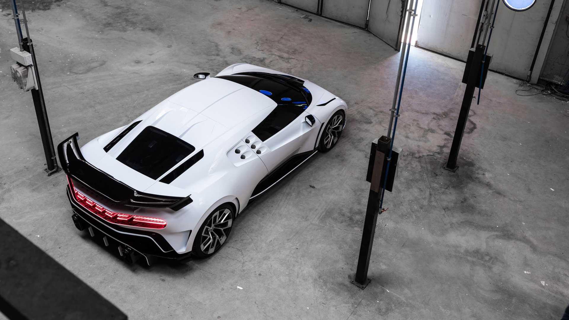 Bugatti presenterar Centodieci