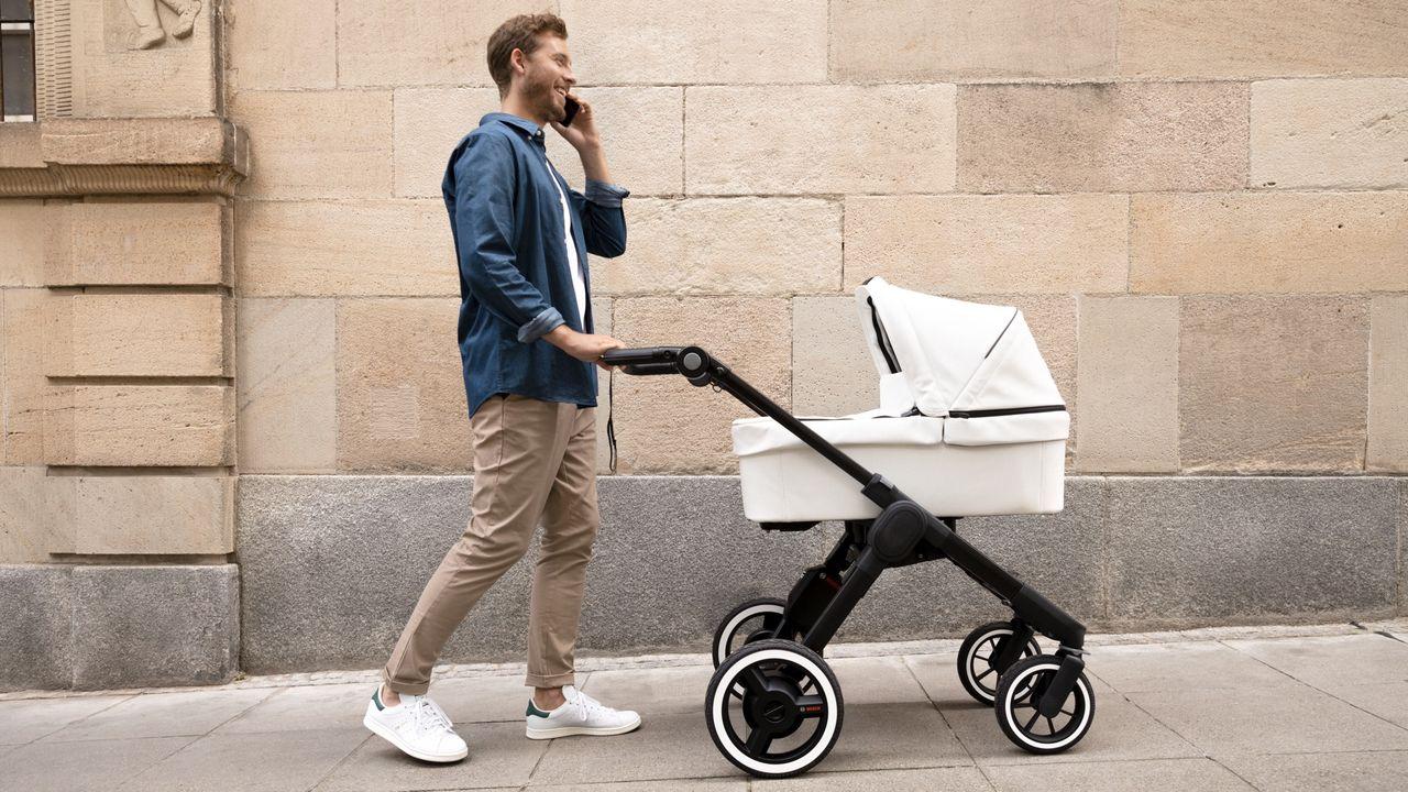 Bosch och Emmaljunga släpper eldriven barnvagn